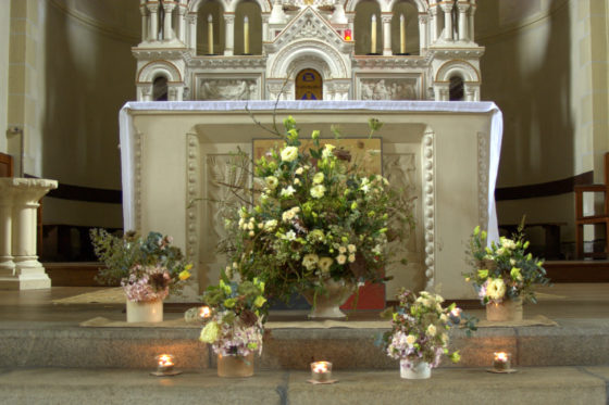 Décor autel de l'église de DINART - La Saladelle