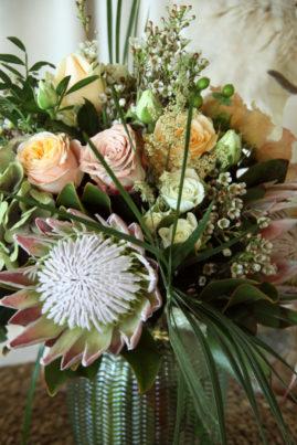 Bouquet roses et protea - La Saladelle - Atelier création florale Perpignan