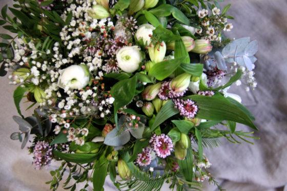 Bouquet renoncules et bruyère - La Saladelle - Atelier création florale Perpignan et St Féliu d'Avall