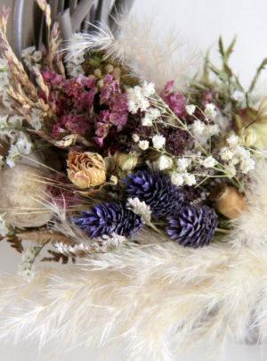 Couronne-rotin-et-fleurs-séchées-violet-La-Saladelle
